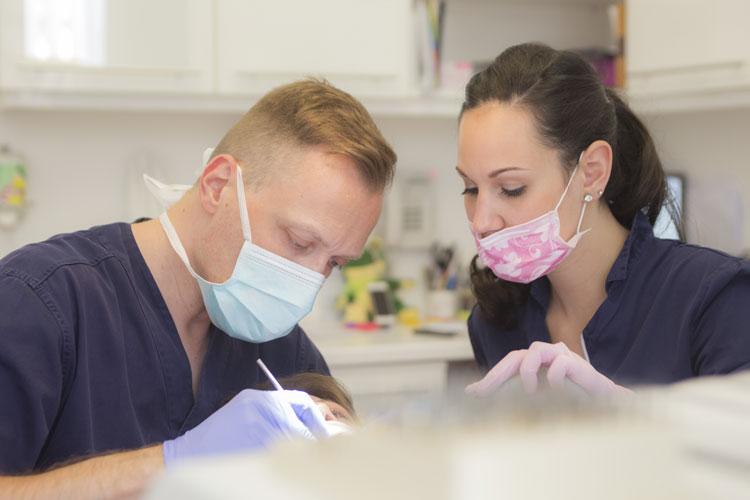 chirurgie dentaire hongrie dr mercz. Black Bedroom Furniture Sets. Home Design Ideas